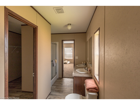 Master bath, walk-in closet to the left - Velocity Model VE32563V