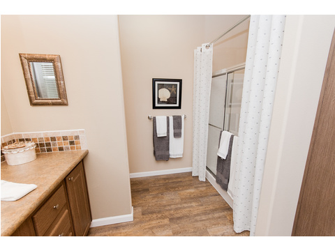 Master bath - The Mt. Shasta 5V465A4 manufactured home by Palm Harbor Homes