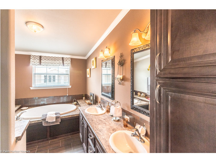 This Master Bathroom Is Pretty Spectacular In The Hacienda SCWD60T5 By Palm Harbor  Homes
