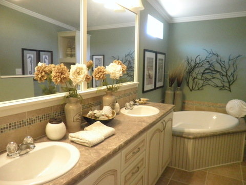 Master bathroom - Wellington X348F6 by Palm Harbor Homes