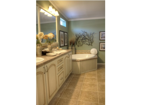The Wellington's master bath is no less elegant that the rest of the suite. Visit Palm Harbor Homes in Plant City to see this home for yourself.
