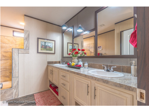 Master bath - Model PE32604F, 4 Bedrooms, 2 Baths, 1,840 Sq. Ft.