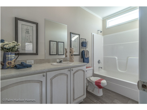 Guest bath - Buena Vista by Palm Harbor Homes, 2 Bedrooms, 2 Baths, 1,109 Sq. Ft.