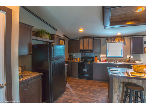 Nice big window above the kitchen sink allowing lots of natural light to shine in the Momentum III double wide manufactured home by Palm Harbor Homes 4 Bedrooms, 2 Baths, 1,860 Sq. Ft.