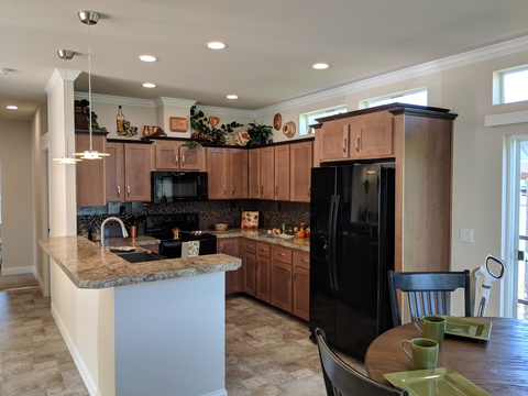 The Award-winning Lakeport is beautiful inside and out!  3 bedroom, 2 bath, 1,404 square feet, 52'x27' double section home available in Idaho, Montana, N Cal, Oregon, Washington, British Columbia. AD 28523L