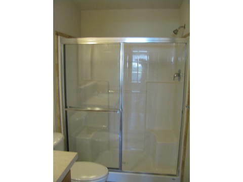 Guest bathroom in the Mountain View III manufactured home with 3 Bedrooms, 2 Baths, 1908 Sq. Ft.