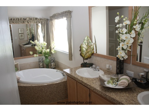 Master bath - The Mountain View I 4P368S63, Palm Harbor Homes