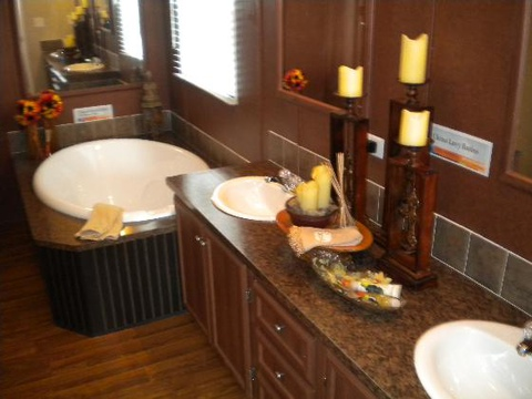 Master bath - The Heritage Home II HHP344E4 by Palm Harbor Homes
