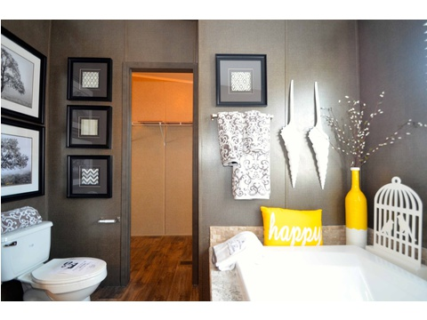 Huge garden tub completes this master bathroom - The Benbrook KHT364F2 by Palm Harbor Homes