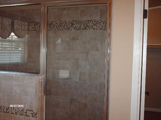 La Linda Tiled Shower