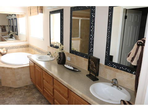 Grande Isle II Master Bath by Palm Harbor Homes - 4 Bedrooms, 2 Baths, 2,356 Sq. Ft.
