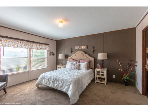 Master bedroom - The Velocity 44 VE32443V