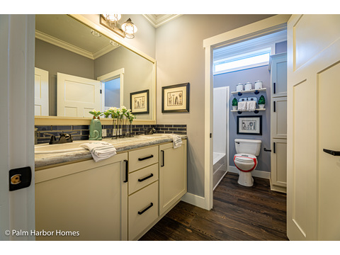 Secondary bath in the Estate Farmhouse LS30764A 3 Bedrooms, 2 Baths, 2,280 Sq. Ft. – By Palm Harbor Homes – Available in Florida ONLY – Not Alabama, Georgia or Mississippi.
