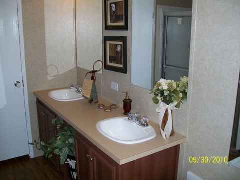 Dual lavatories in master bath - The Woodland II TLI372K3 by Palm Harbor Homes