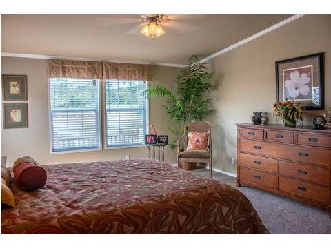 Master bedroom in The Bonanza manufactured home by Palm Harbor Homes - 3 Bedrooms, 2 Baths, 1,984 Sq. Ft.  - double wide home