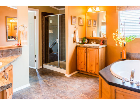 Beautiful Master bath in The Bonanza manufactured home by Palm Harbor Homes - 3 Bedrooms, 2 Baths, 1,984 Sq. Ft.  - double wide home
