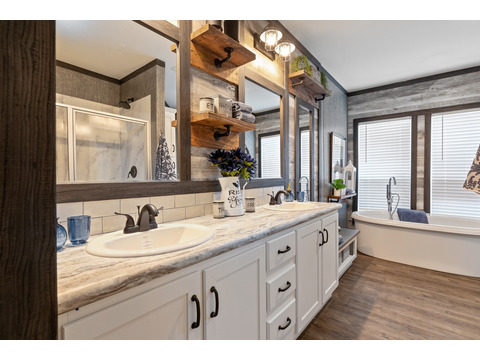 Master bath - The Horizon 30563Z by Palm Harbor Homes - 3 Bedrooms, 2 Baths, 1,680 Sq. Ft.   Exterior Dimensions: 56 x 30 - This home available only in Louisiana, New Mexico, Oklahoma and Texas.