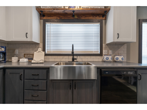 Fantastic stainless farm sink - The Horizon 30563Z by Palm Harbor Homes - 3 Bedrooms, 2 Baths, 1,680 Sq. Ft.   Exterior Dimensions: 56 x 30 - This home available only in Louisiana, New Mexico, Oklahoma and Texas.