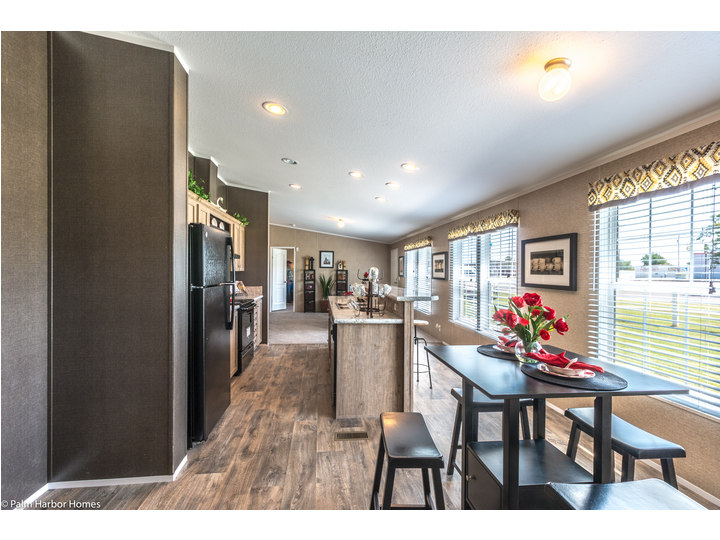 Spacious Dine In Kitchen   The Heritage Home III TLP360A5 By Palm Harbor  Homes