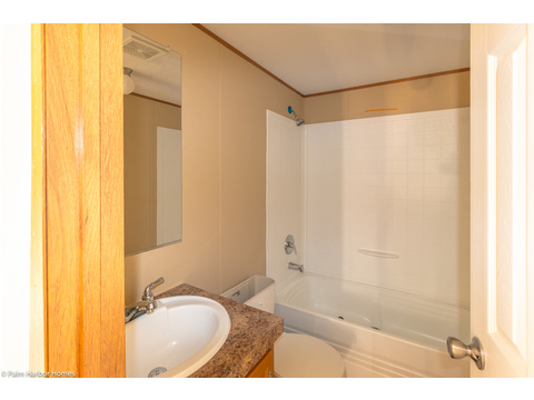 Secondary bath in the  Model 16683V manufactured home with 3 Bedrooms, 2 Baths in 1,054 Sq. Ft. available from Palm Harbor Homes - www.palmharbor.com
