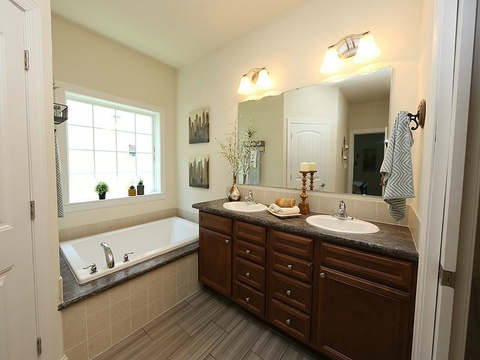 Master bath - The Buckeye II, 3 Bedrooms, 2 Baths, 3,145 Sq. Ft., modular Palm Harbor home built by Nationwide Homes