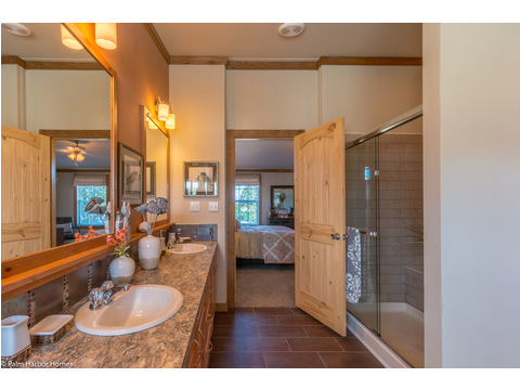 Master bath - The Montana VR32663A by Palm Harbor Homes