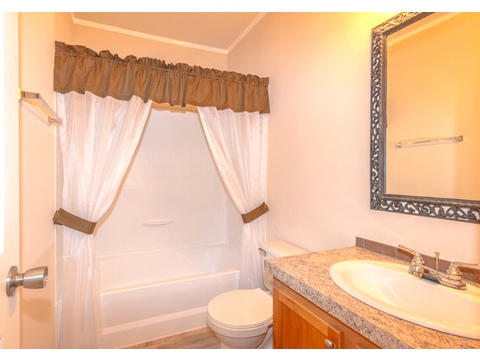 Guest bath - The Heritage Home II SA303443E