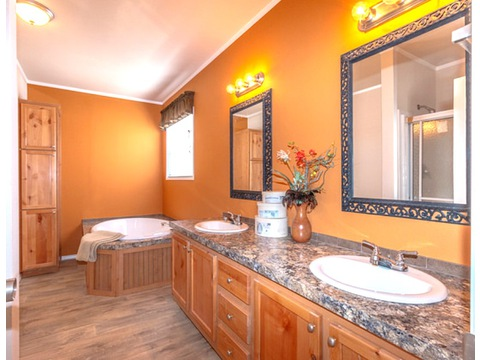 Master bath - The Heritage Home II SA303443E