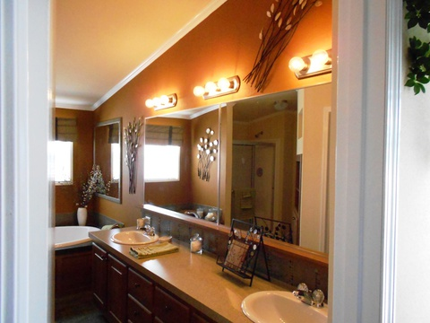 Master bath - The Grande Isle VRT364L4 by Palm Harbor Homes