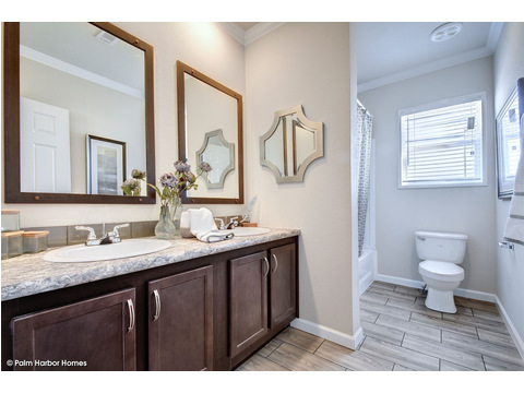 Guest bath - The Urban Homestead III FT32764F by Palm Harbor Homes