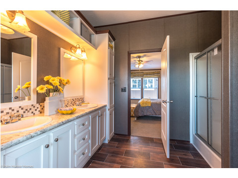 Master bathroom - The Arlington ML30523A by Palm Harbor Homes