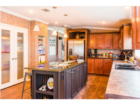 Here is another version of the kitchen in The Pecan Valley T360G5 or 30603P, 3 Bedrooms, 2 Baths, 1,800 Sq. Ft., by Palm Harbor Homes