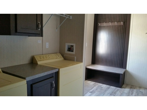 Spacious utility room - Model 32603A