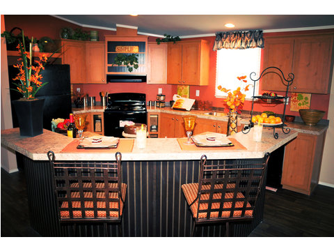 "This ""Center of the universe"" kitchen W/ the two tier island makes you the life of the party. Palm Harbor constructed this kitchen to make cooking/entertaining easy for you. The appliances are all just a step away."