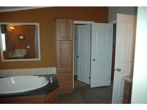 Master bath - The Ponderosa SCT476U7 by Palm Harbor Homes