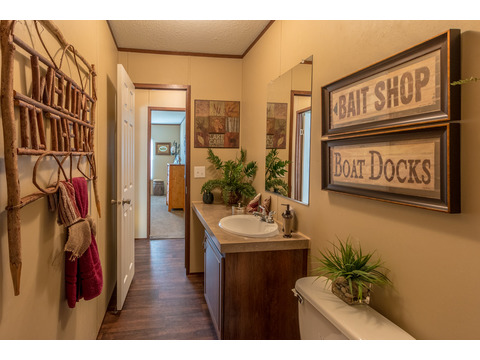Secondary bath - The Velocity Model VE32483V manufactured home - 3 Bedrooms, 2 Baths, 1,440 square feet - available from Palm Harbor Homes.  www.palmharbor.com