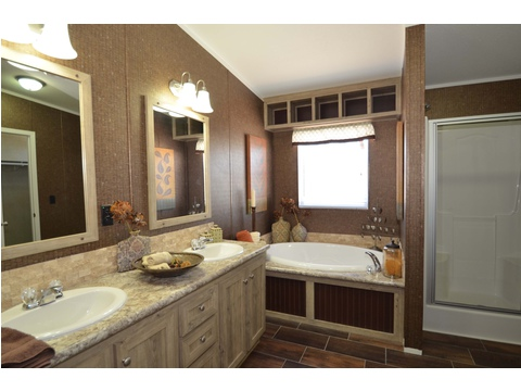 Master bath - The Kensington 4 ML30604K by Palm Harbor Homes