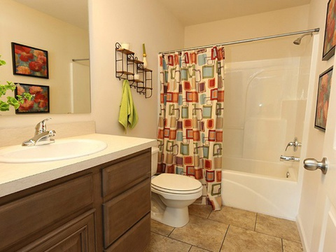 Secondary bathroom in The Noble - A modular Palm Harbor home by Nationwide Homes - 1,464 sf, 3 Bedrooms, 2 Bathrooms, 1 Living Areas, 1 Dining Area.  Exterior Dimensions: 26.2'x56'