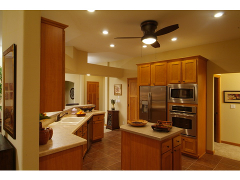 Ample storage and counter space in kitchen - The Timberridge Elite 5V468T5, Palm Harbor Homes
