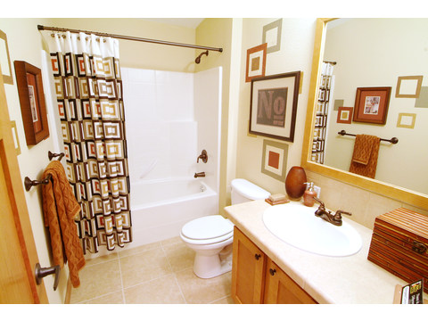 Second bathroom - The Timberridge Elite 5V468T5, Palm Harbor Homes
