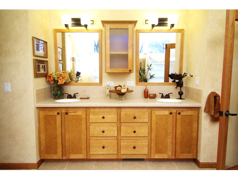 Vanity area in master bath - The Timberridge Elite 5V468T5, Palm Harbor Homes