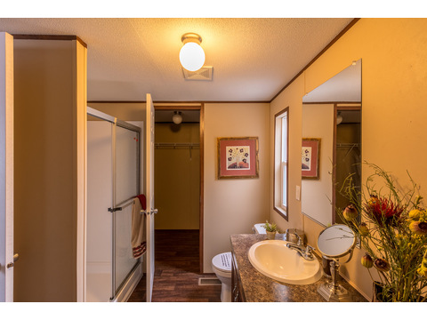 Walk-in shower in the Model 16763V Master Bath - Palm Harbor Homes - 3 Bedrooms, 2 Baths, 1,178 Sq. Ft.
