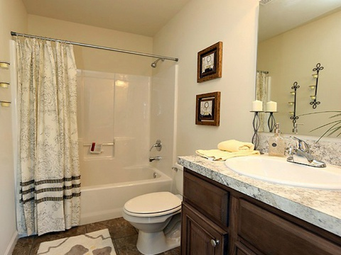 Large secondary bath in the Drake model - a 4 Bedroom, 2 Bath, 1,882 Sq. Ft. modular Palm Harbor home built by Nationwide Homes