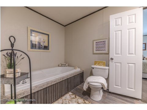 Soaker tub in the Master Bath.  Velocity by Palm Harbor Homes - 4 Bedrooms, 2 Baths, 1860 Sq. Ft.