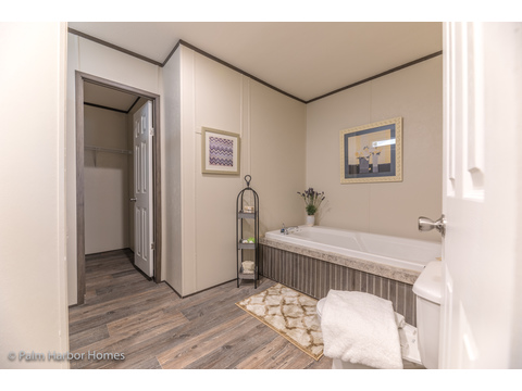 Roomy, well equipped Master Bath.  Velocity by Palm Harbor Homes - 4 Bedrooms, 2 Baths, 1860 Sq. Ft.