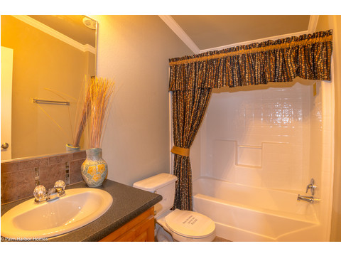 Secondary bathroom - The Bonanza Flex SCXE64F1 or VR47643A by Palm Harbor Homes