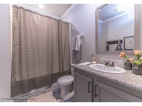 Guest bath in The Vintage Farmhouse Model FT32643C with 3 Bedrooms, 2 Baths and 1,984 Sq. Ft. Exterior Dimensions: 31 x 64. Palm Harbor