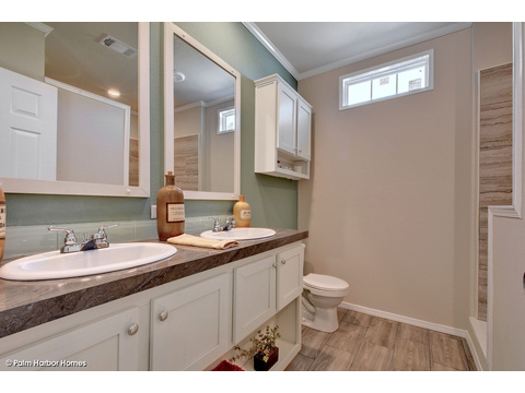 Master bath - The Grand Haven FF16763H by Palm Harbor Homes