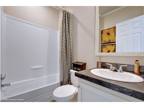 Guest bath - The Grand Haven FF16763H by Palm Harbor Homes