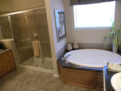 Beautiful master bath - The Rockwall SCWD72A9 by Palm Harbor Homes